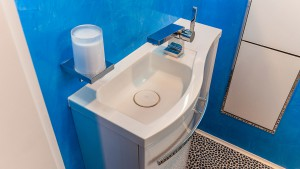 praktisches Waschbecke und Seifenspender im Gäste-WC Zitzelsberger GmbH