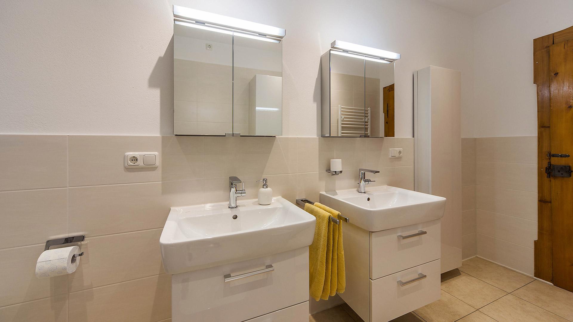 Badezimmer stauraum with badezimmer stauraum waschbecken for Anrichte badezimmer