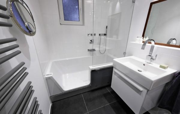 Sanierung barrierefreies Badezimmer mit Easy-in Badsanierung begehbare Badewanne Easy-in Zitzelsberger GmbH