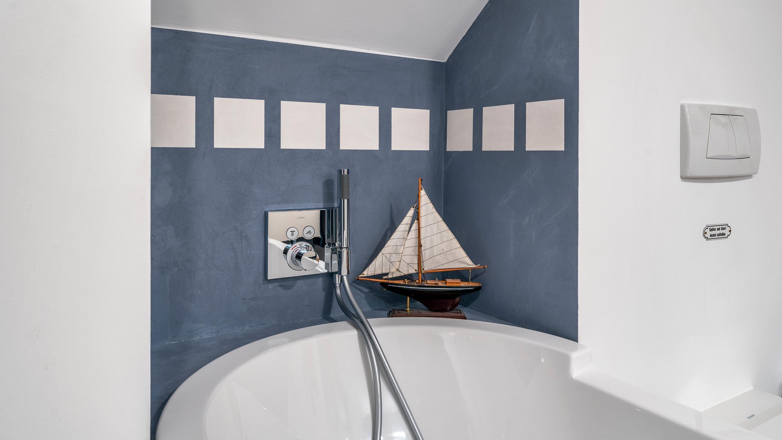 018-bad-im-holzstaenderhaus-ohne-fliesen-in-der-dusche-06 ...