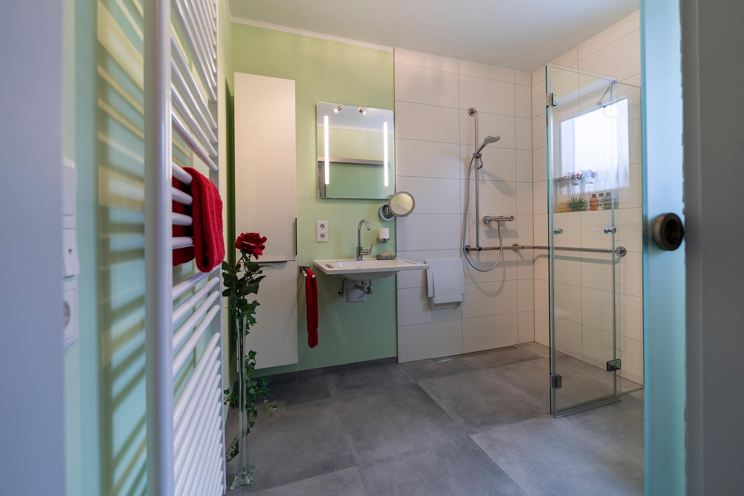 barrierefreies Bad ohne Klinikcharme Zitzelsberger Augsburg