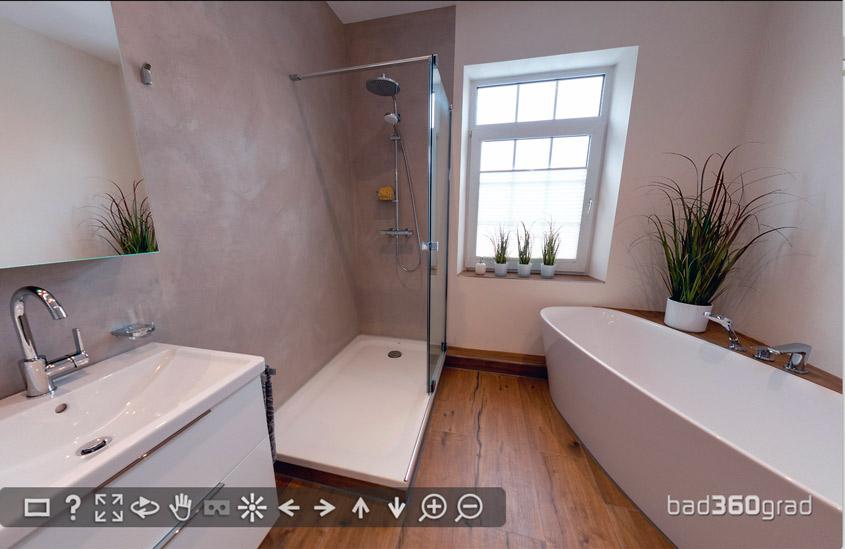 Bad mit freistehender Badewanne und Sitzmöglichkeit von Zitzelsberger Augsburg