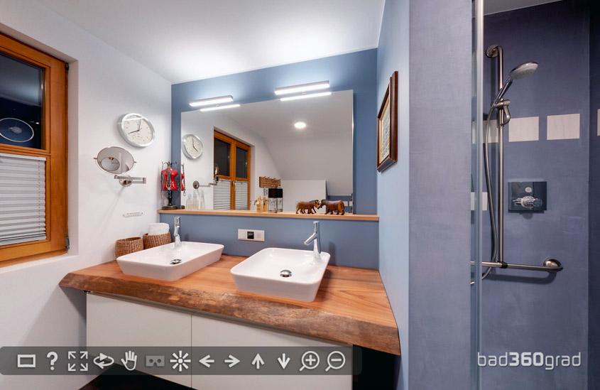 bad im Holzstaenderhaus ohne Fliesen in der Dusche Zitzelsberger Augsburg