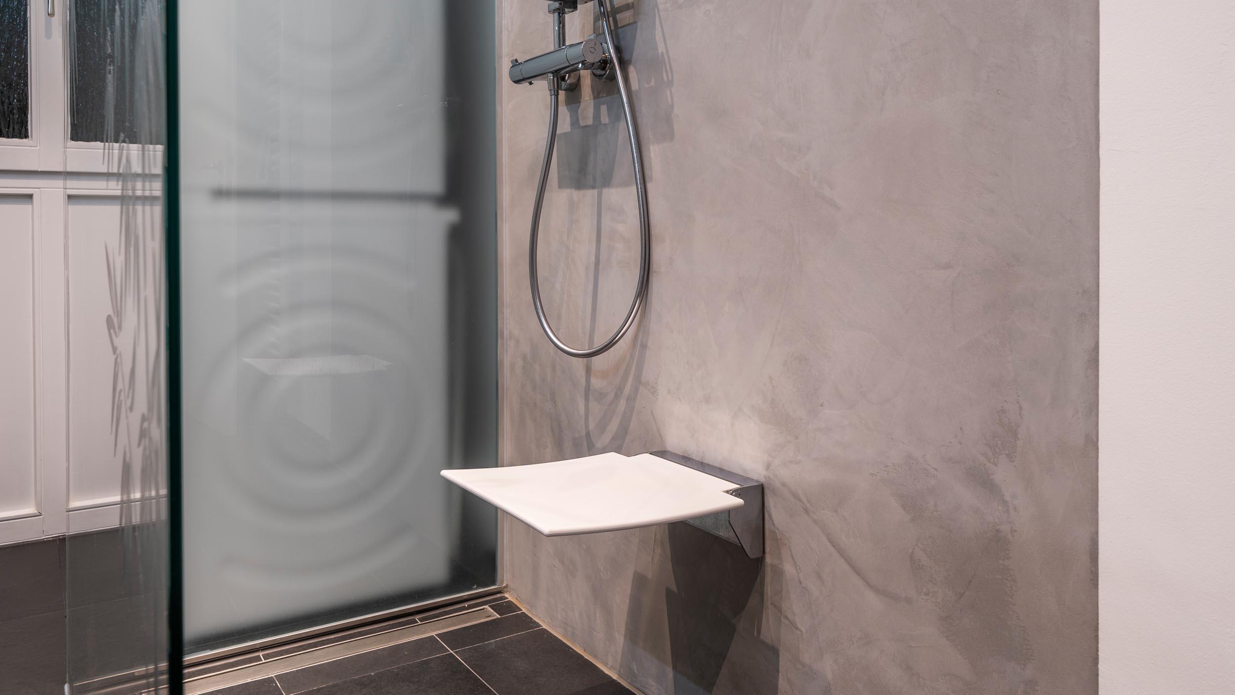 Duschsitz klappbar in der Dusche