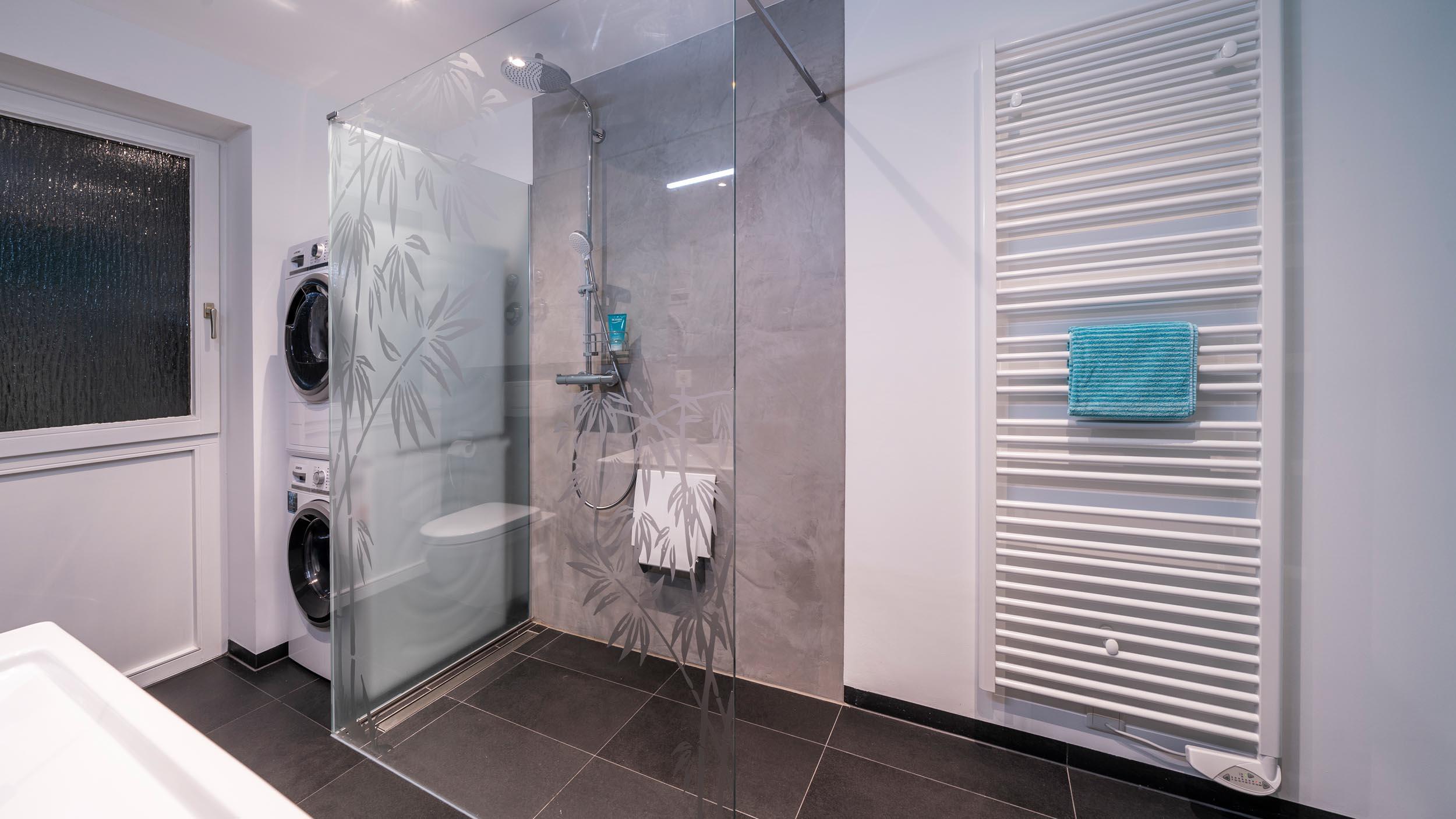 ebenerdiger Dusche komplett barrierefrei