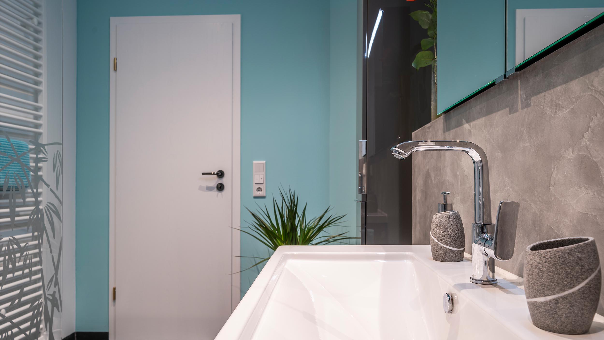 neues Waschbecken im modernisierten Badezimmer